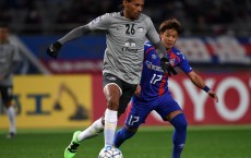 CHOFU, JAPAN - FEBRUARY 09:  Anderson Dos Santos of Chonburi FC and Hiroki Kawano of FC Tokyo compete for the ball during the AFC Champions League playoff round match between FC Tokyo and Chonburi FC at the Tokyo Stadium on February 9, 2016 in Chofu, Japan.  (Photo by Etsuo Hara/Getty Images)