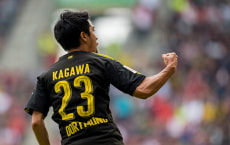 AUGSBURG, GERMANY - SEPTEMBER 30: Shinji Kagawa of Borussia Dortmund cheers after scoring his team's 2nd goal during the Bundesliga match between FC Augsburg and Borussia Dortmund at WWK-Arena on September 30, 2017 in Augsburg, Germany. (Photo by Alexandre Simoes/Borussia Dortmund/Getty Images)