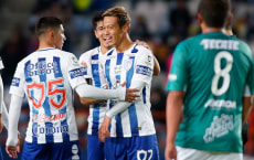 PACHUCA, MEXICO - OCTOBER 25: Keisuke Honda of Pachuca celebrates with teammate Victor Guzman after scoring the third goal of his team during the round of sixteen match between Pachuca and Zacatepec as part of the Copa MX Apertura 2017 at Hidalgo Stadium on October 25, 2017 in Pachuca, Mexico. (Photo by Jaime Lopez/Jam Media/Getty Images)