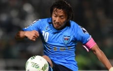 YOKOHAMA, JAPAN - MARCH 06:  (EDITORIAL USE ONLY) Kohei Kudo of Matsumoto Yamaga#23 and Shinichi Terada of Yokohama FC compete for the ball during the J.League second division match between Yokohama FC and Matsumoto Yamaga at the Nippatsu Mitsuzawa Stadium on March 6, 2016 in Yokohama, Kanagawa, Japan.  (Photo by Etsuo Hara/Getty Images)