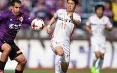KYOTO, JAPAN - APRIL 15:  Sergio Escudero of Kyoto Sanga and Yumemi Kanda of Ehime FC compete for the ball during the J.League J2 match between Kyoto Sanga and Ehime FC at Nishikyogoku Stadium on April 15, 2017 in Kyoto, Japan.  (Photo by Kaz Photography - JL/Getty Images for DAZN)